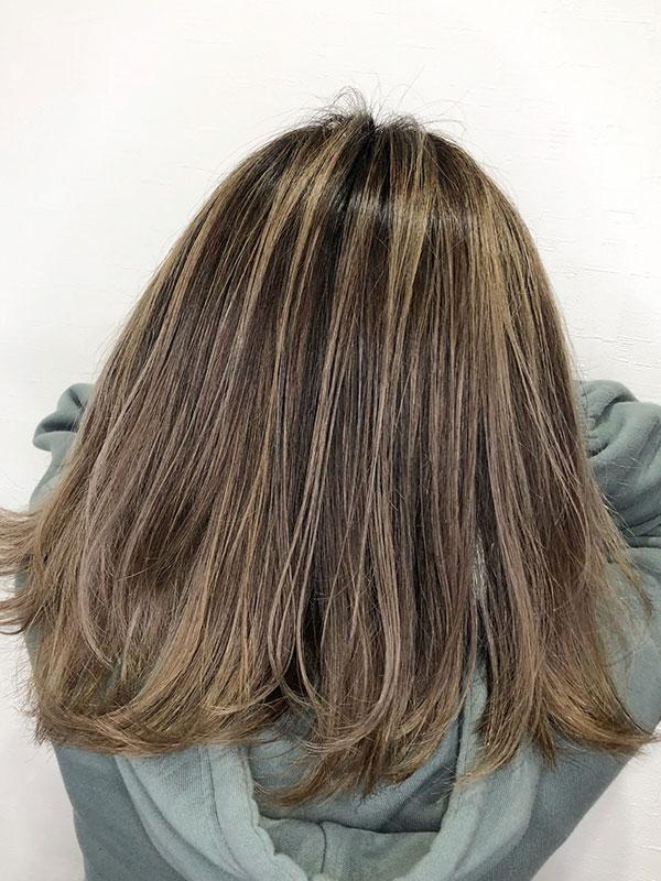 ミディアム×バレイヤージュの髪型